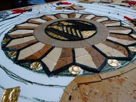 Mozaika wprojekcie Art Deco – prace trwają.